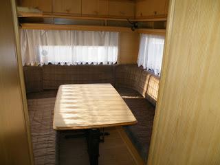 Lakóautó guruló garzon - nappali, 6 személyes étkező, vagy akár fekvőhej 3 főre