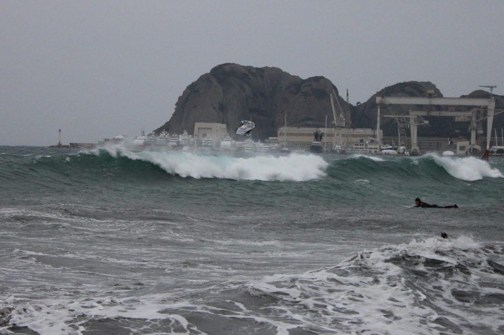 utazás lakóautóval - La Ciotat, szörf januárban