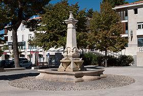 utazás lakóautóval Provence - Bouc Bel Air főtér