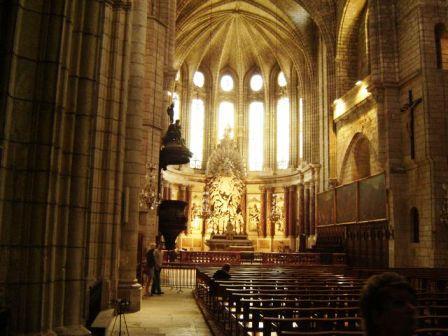 Utazás lakóautóval Béziers katedrális belső