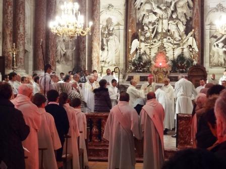 Utazás lakóautóval Béziers katedrális húsvéti olajszentelés