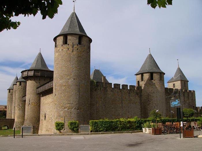 Utazás lakóautóval Carcassonne - Cité médiévale, 4 millió látogató/év