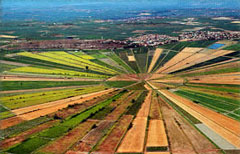 Utazás lakóautóval Béziers - oppidum d'Ensérune felülnézetből