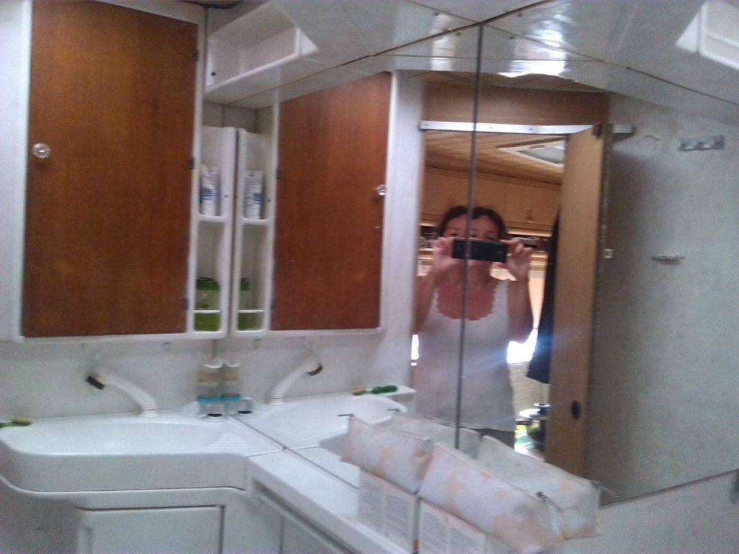 Lakóautó guruló garzon - fürdőszoba
