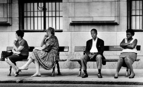 Élet Dél-Afrikában az apartheid idején: egy pad a fehéreknek, egy a nem fehéreknek...
